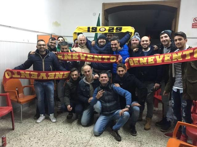 Il gruppo di tifosi del Club Stregoni Caudini