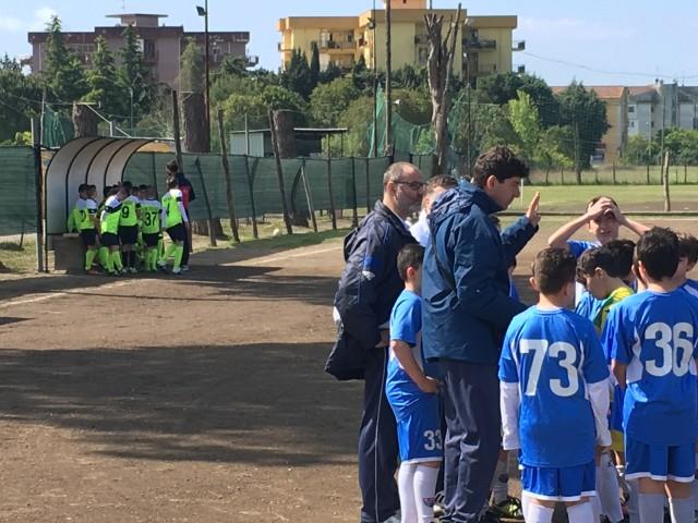 Angelo Palatucci insieme ai ragazzi della Gallozzi